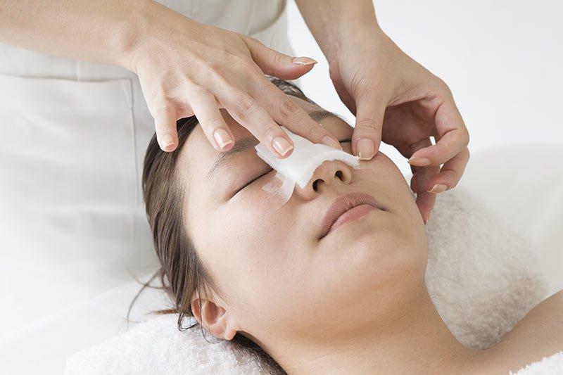 Hướng dẫn chăm sóc sau phẫu thuật nâng mũi | Vinmec