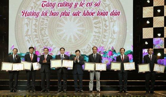 6088-GS Cuong nhan bang khen.jpg