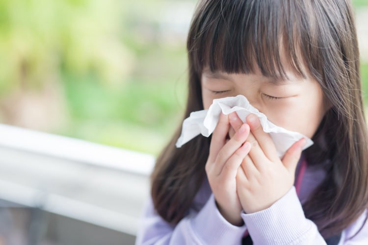 Hướng dẫn chăm sóc trẻ bị bệnh cúm | Vinmec