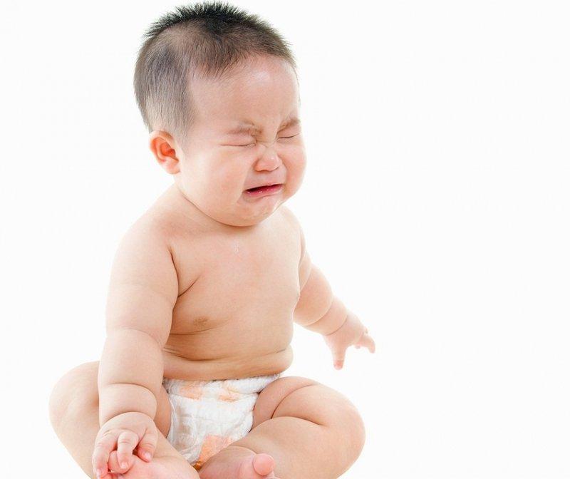 """Táo bón trẻ em: Làm thế nào giúp con thoát khỏi nỗi sợ """"đi cầu""""?"""