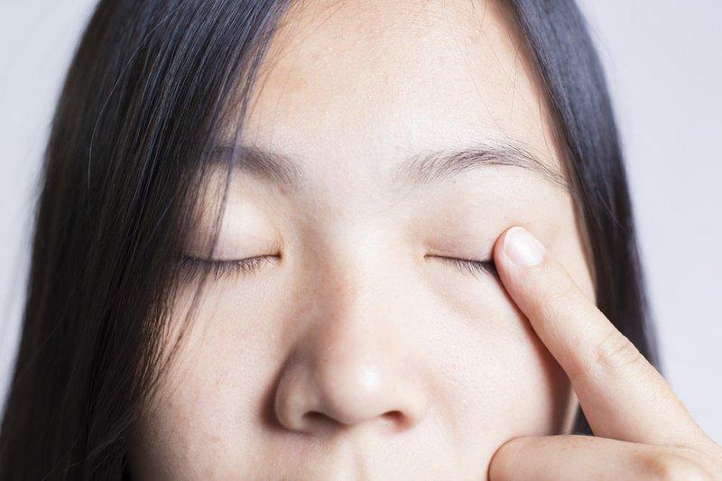 hướng dẫn chăm sóc người bị viêm mi mắt