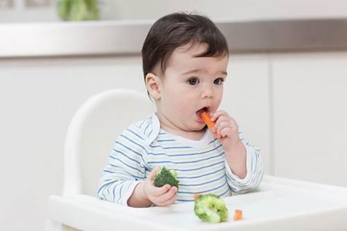 Trẻ 8 tháng chưa mọc răng có sao không? Khi nào cần đưa con đi khám?