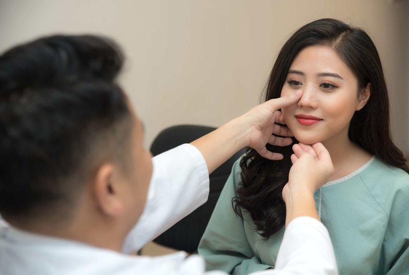 Hướng dẫn cách chăm sóc da và trang điểm sau phẫu thuật thẩm mỹ mặt