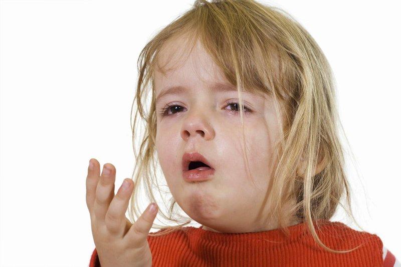 Cha mẹ nên làm gì khi trẻ bị cảm lạnh nôn nhiều?