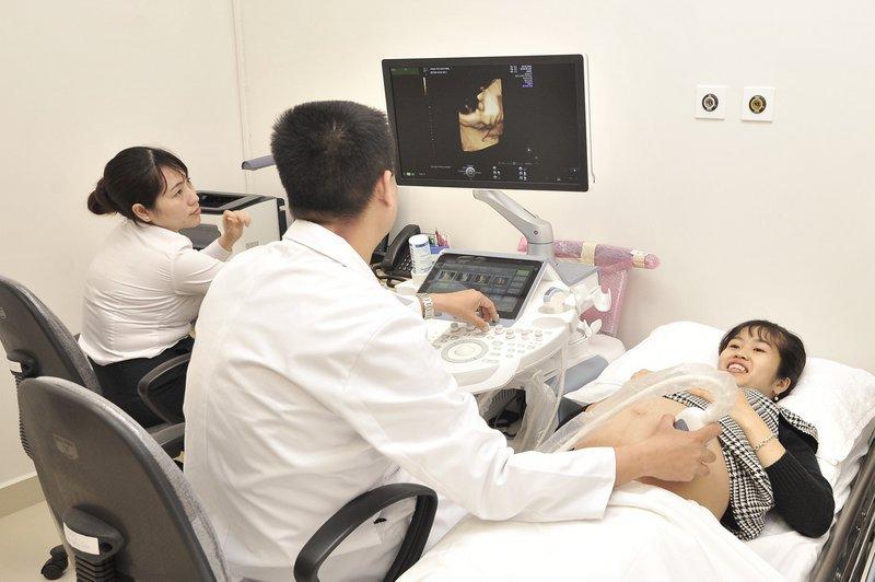 Tại sao cần phải theo dõi tim thai trong quá trình chuyển dạ bằng monitor