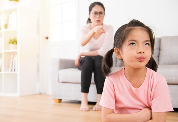 Cha mẹ cần làm gì khi trẻ tự kỷ hay la hét? | Vinmec