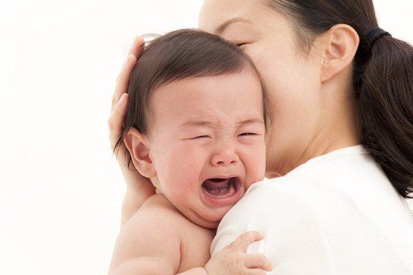 Trẻ bị đau bụng
