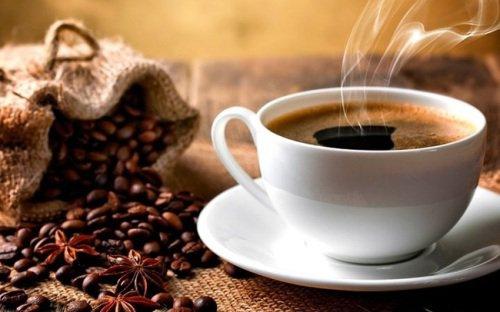 Đồ uống có caffein có thể khiến tim đập nhanh