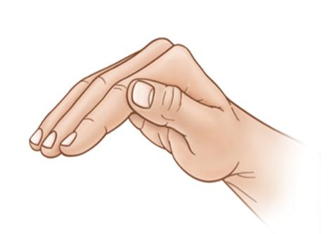 Tư thế bàn tay đúng khi vỗ lồng ngực cho trẻ