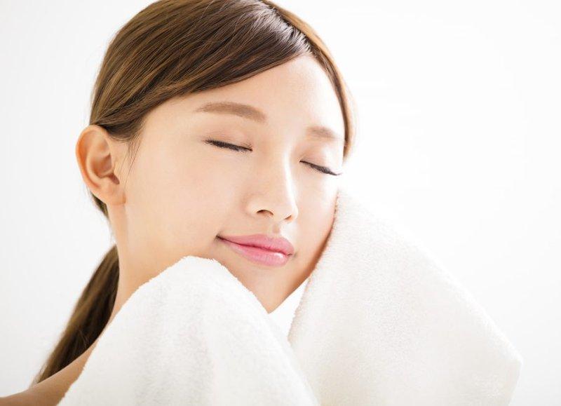 Hướng dẫn chăm sóc sau phẫu thuật căng da mặt bằng chỉ