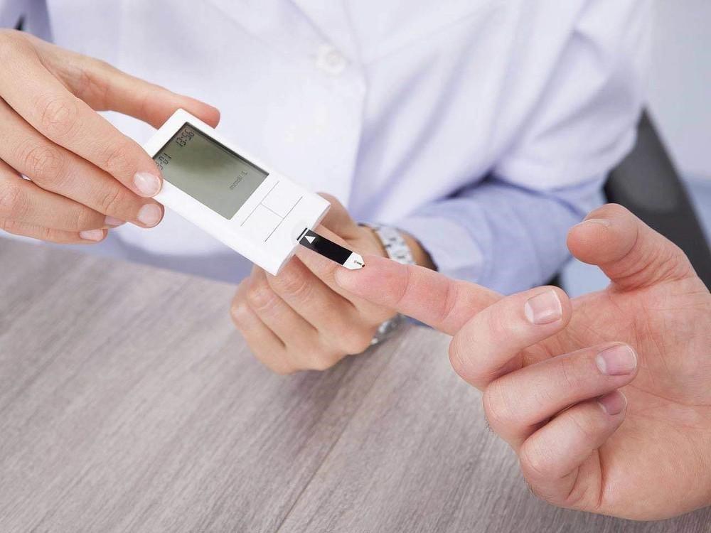 Đo chỉ số Glucose trong máu để xác định xem mình có mắc bệnh tiểu đường không