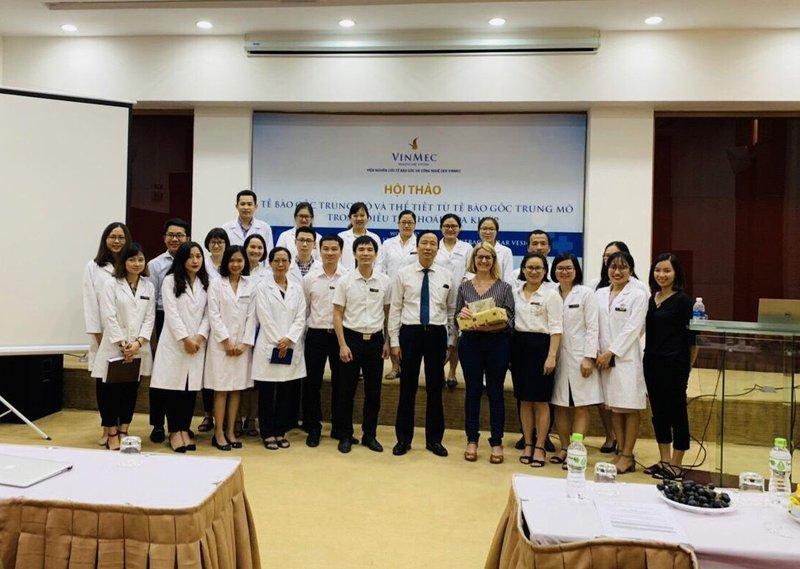 """Vinmec tổ chức hội thảo """"Tế bào gốc trung mô và thể tiết từ tế bào gốc trung mô điều trị thoái hóa khớp"""""""