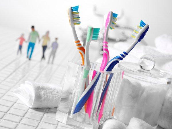 Dùng chung bàn chải đánh răng dễ lây lan HP