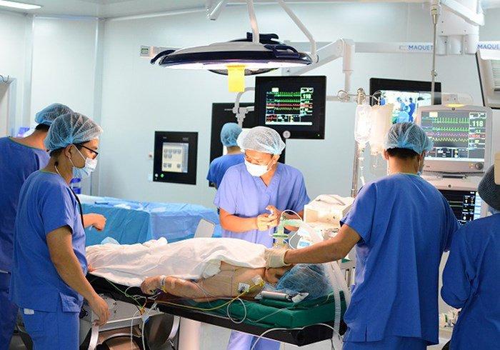 Tìm hiểu kỹ thuật thay van tim ở người mắc bệnh van 2 lá