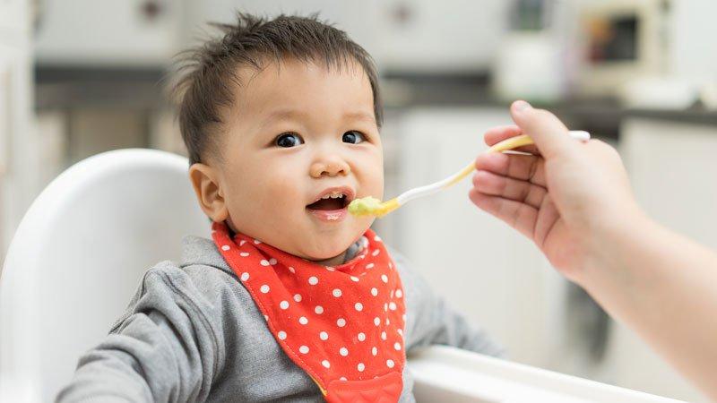 Trẻ cắt amidan nên ăn gì