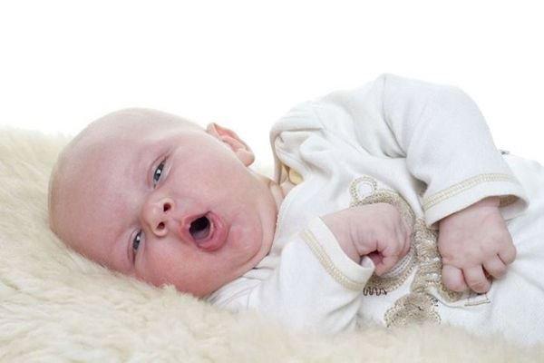 Trẻ bị viêm họng sốt mấy ngày