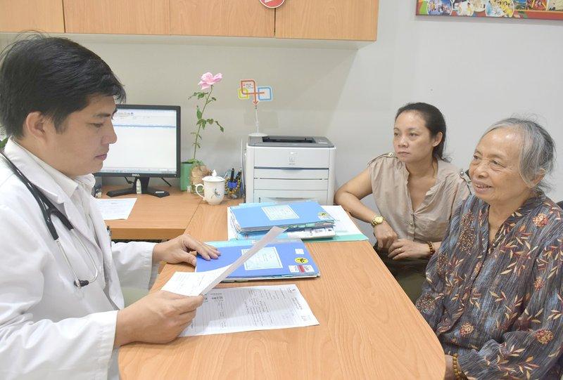 Thay van động mạch chủ cho bệnh nhân Nguyễn thị Tề