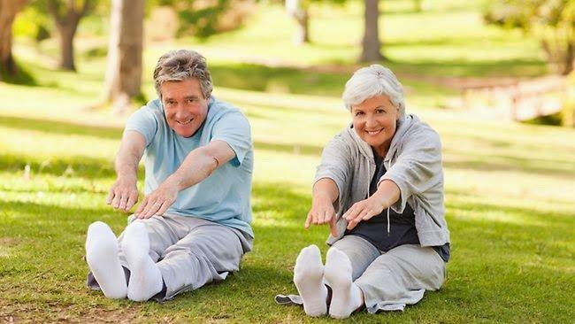 Tập thể dục ngoài trời buổi sáng là một biện pháp tăng cường vitamin D hiệu quả