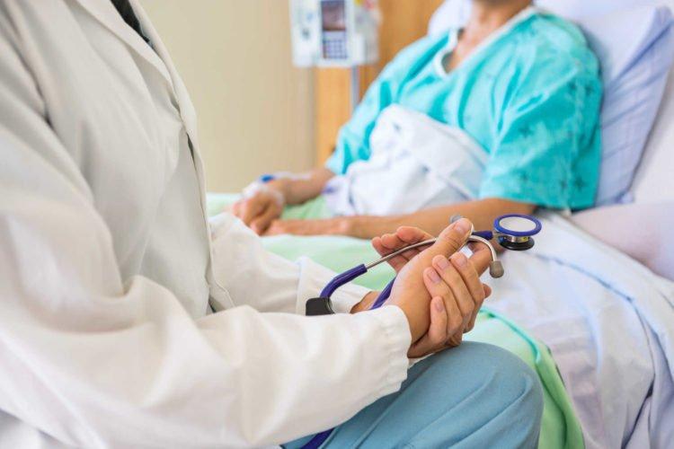 Bệnh nhân luôn luôn cần trao đổi với bác sĩ và điều dưỡng trong quá trình chữa trị. Bất cứ khi nào được đề nghị điều trị