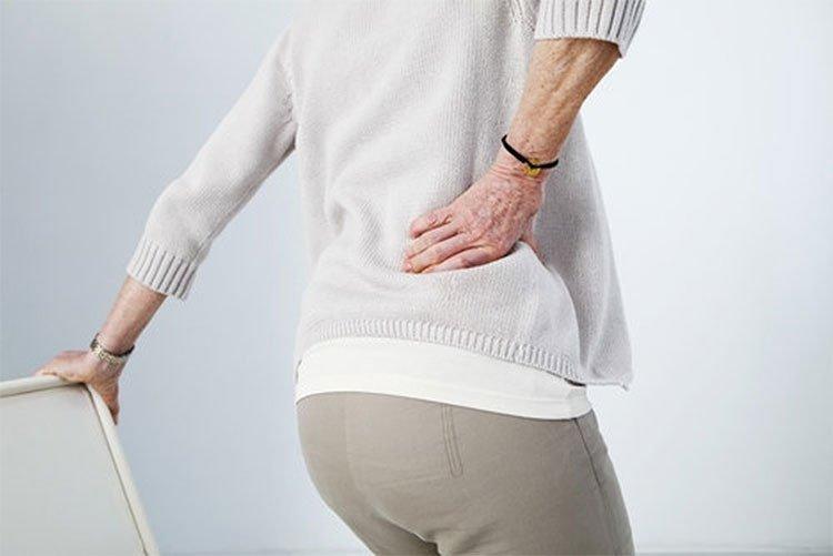 Đau lưng ở người lớn tuổi