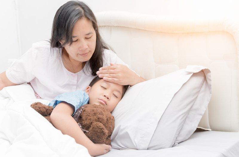 Hướng dẫn theo dõi phản ứng sau tiêm cho con