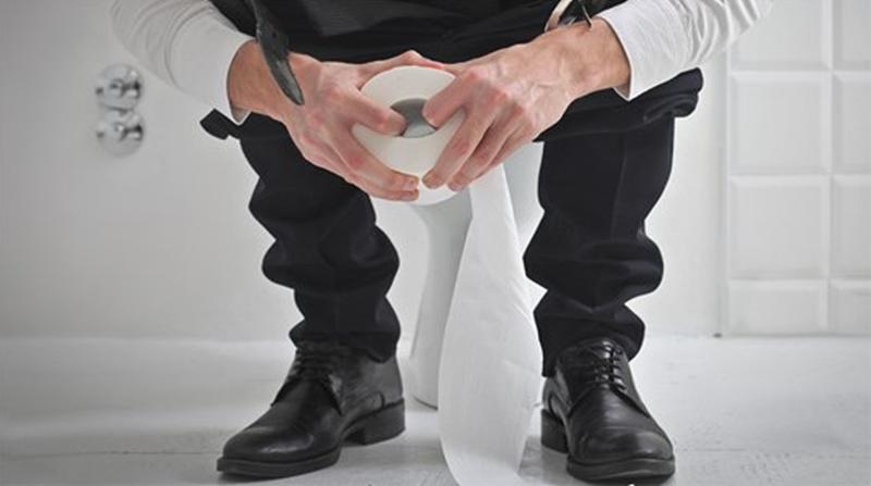 Bị táo bón kinh niên, đại tiện ra máu, thường xuyên phải rặn gắng sức