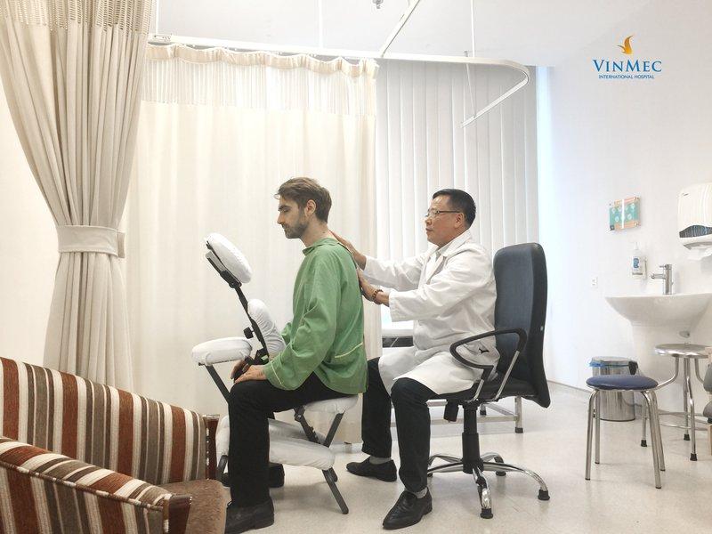 Chữa thoát vị đĩa đệm bằng tác động cột sống tại Vinmec Times City: Giải pháp hiệu quả, không dùng thuốc