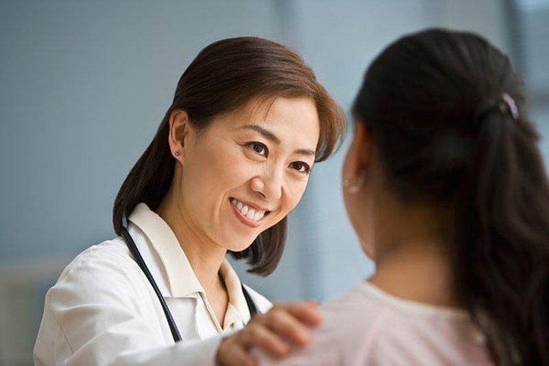 Thường xuyên đến bệnh viện thăm khám đảm bảo cho thai nhi an toàn, khỏe mạnh