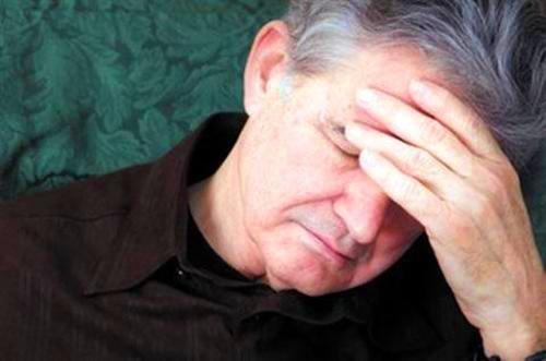 Đau đầu mất ngủ: Nỗi ám ảnh của người cao tuổi