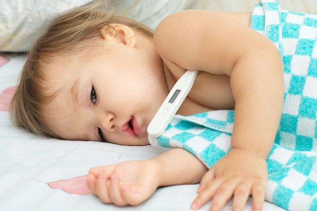 Co giật do sốt cao ở trẻ nhỏ: Sơ cứu tại nhà như thế nào cho an toàn?