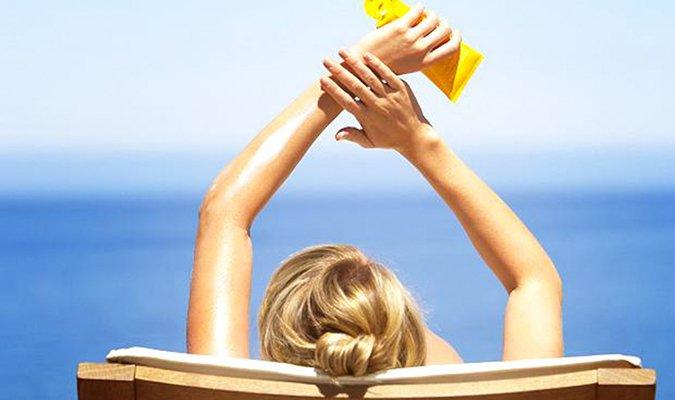 Sử dụng kem chống nắng vật lý hay kem chống nắng hóa học