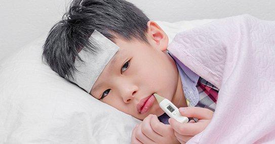 Trẻ 3 tuổi sốt về đêm và chiều