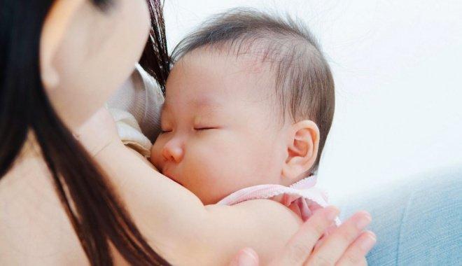 Tại sao bú sữa mẹ trẻ dễ bị lồng ruột