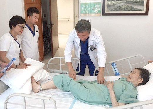 Phẫu thuật cứu sống cụ già 90 tuổi gãy xương nặng & mắc nhiều bệnh hiểm nghèo