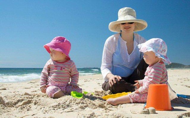 Du lịch mùa nắng nóng cần lưu ý những gì