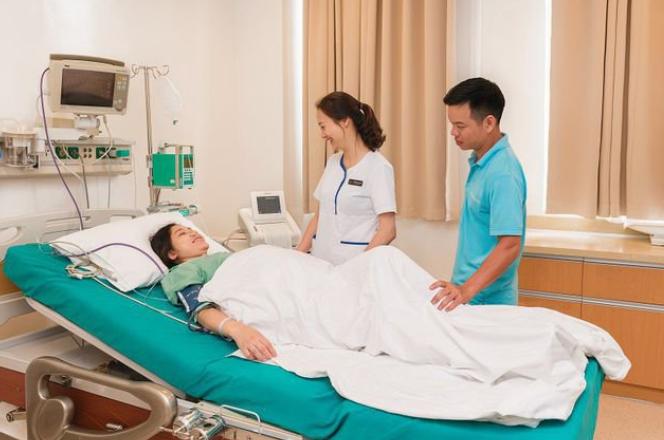 Giảm đau cho sản phụ sau sinh mổ bằng kỹ thuật truyền thuốc tê tại Vinmec.