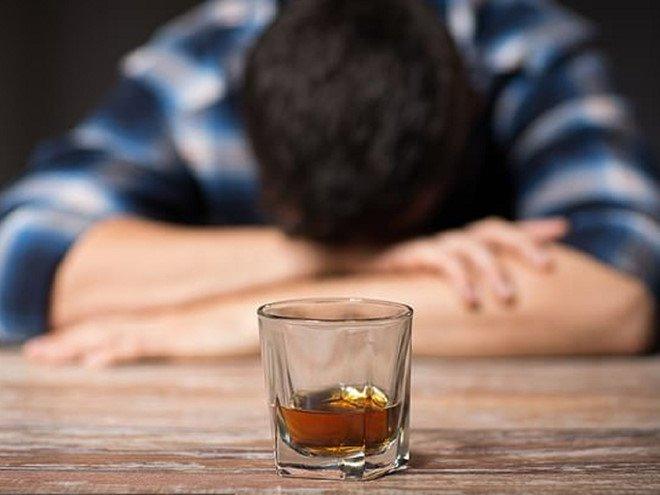 Uống rượu đúng cách: Những điều cần lưu ý | Vinmec