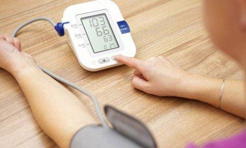 Cách tự theo dõi chỉ số huyết áp tại nhà | Vinmec