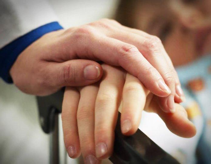 Chăm Sóc Bệnh Nhân Ung Thư Giai Đoan Cuối Tại Nhà