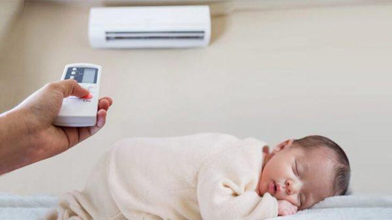 Dùng điều hòa cho trẻ sơ sinh mùa hè