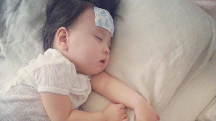 Làm gì khi trẻ sơ sinh bị sốt?