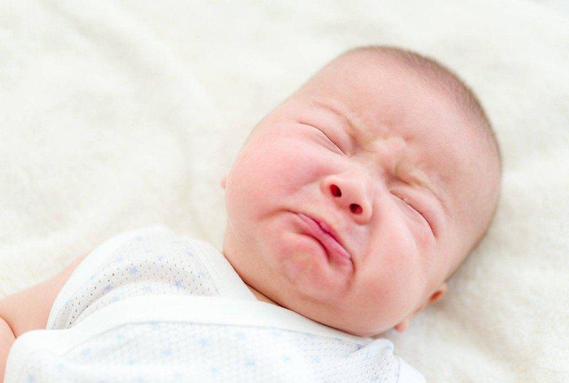 Trẻ sơ sinh nghẹt mũi thở khò khè