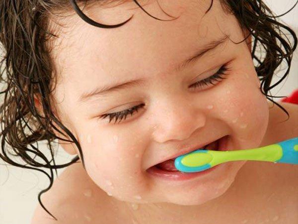 Lưu ý vệ sinh răng cho trẻ ăn dặm