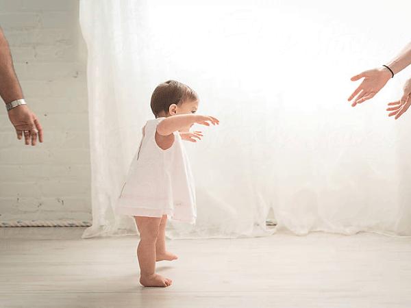 Đặc điểm phát triển thần kinh, vận động của trẻ 13 tháng tuổi