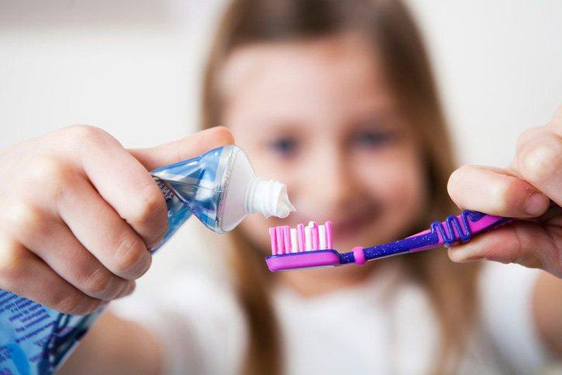 Trẻ em đánh răng