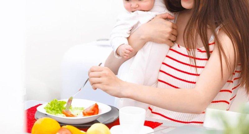 Chế độ ăn cho mẹ khi đang cho con bú