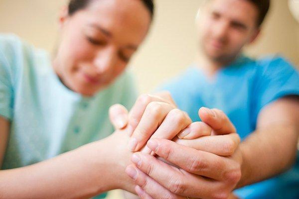 Cách điều trị và biến chứng thường gặp của đờ tử cung sau đẻ