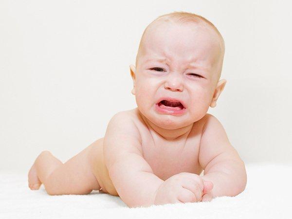 Khóc đêm nhiều kèm những dấu hiệu này, có phải trẻ thiếu vitamin D?