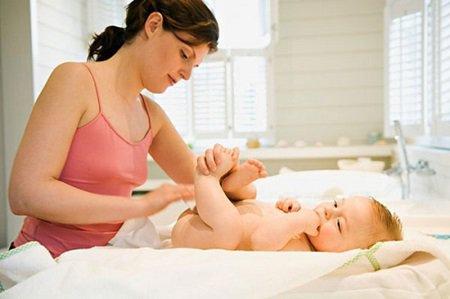 Hướng dẫn đầy đủ về chăm sóc trẻ sơ sinh
