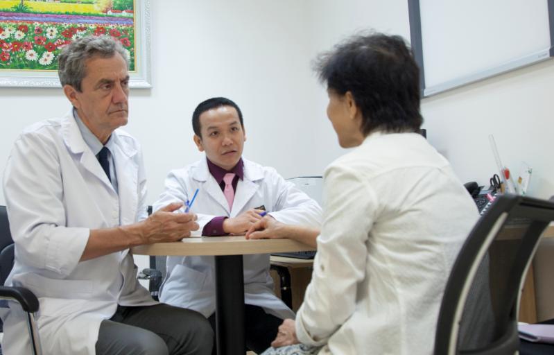 Điều trị đau lưng do thoái hóa ở người cao tuổi